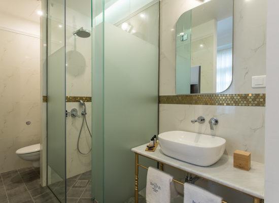 Bahar-deluxe-bathroom